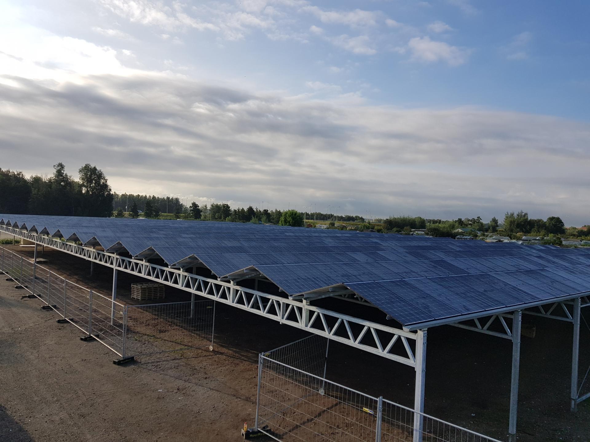 Proefdraaien zonnepanelenoverkapping