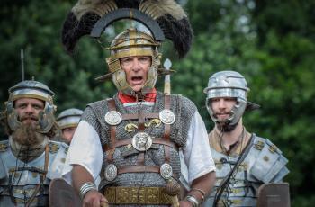 Van oermens, ridder tot Romein